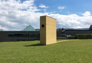 """""""Das Buch"""" bei der Universität St.Gallen.      Bild: Daniel Klingenberg"""